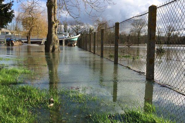 Début de crue de la Seine à Saint-Pierre du Vauvray (Eure) le vendredi 26 janvier 2018 vers 13h40