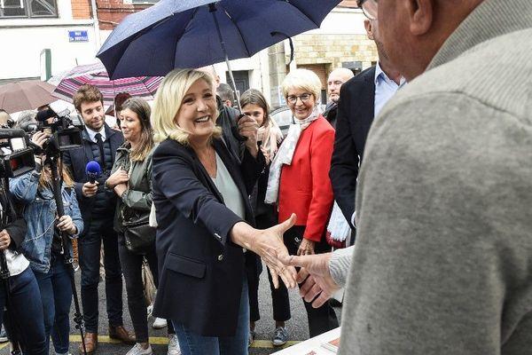 Marine Le Pen lance la bataille des municipales depuis sa circonscription à Hénin-Beaumont.