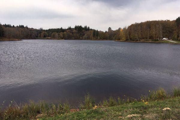 Exploitation désormais privée de l'étang de la prade près du château de Sédières, de quoi modifier les conditions de pêche
