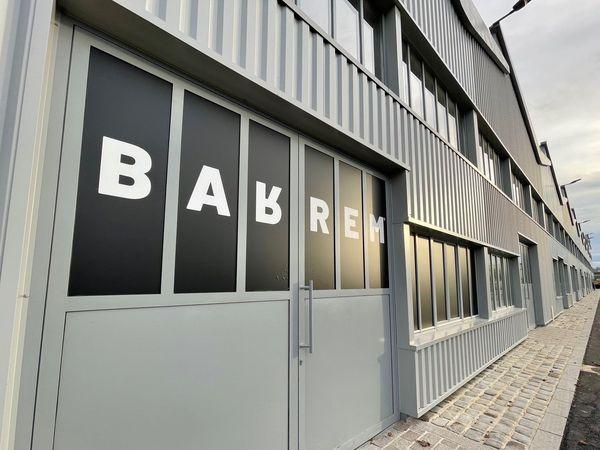 La soirée clandestine se serait tenue derrière les portes de ce hangar situé rue du Colonnel Charbonneaux à Reims.