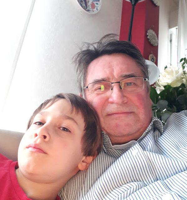 Rémy et son papa Reynald vivent aujourd'hui séparés. Rémy est parti en Turquie pour être pris en charge par des spécialistes.