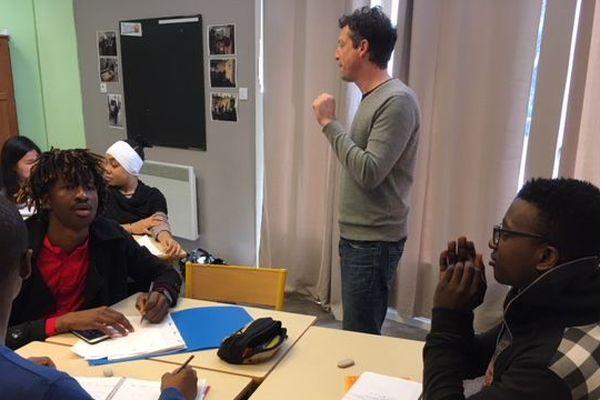 L'association suit 63 jeunes en cours de français, de maths et d'informatique.