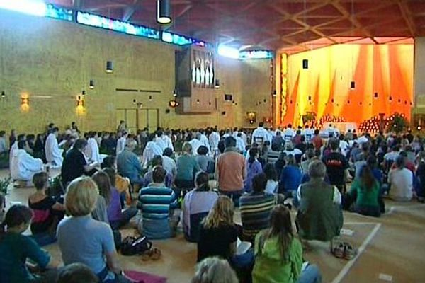Le monastère oecuménique de Taizé, en Saône-et-Loire, accueille chaque année des dizaines de milliers de jeunes Européens de toutes les confessions.