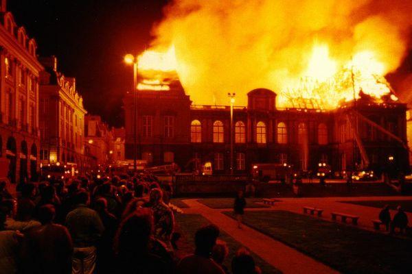 Les Rennais, sous le choc, assiste à l'incendie violent dans la nuit du 4 au 5 février 1994