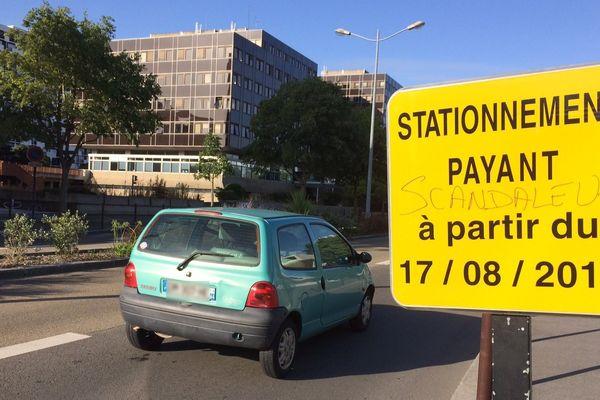 Sur l'île de Nantes aussi, la zone de stationnement sur voirie est étendue, au grand dam de certains