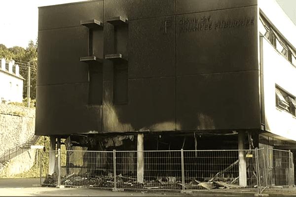 Centre des impôts de Morlaix, incendié dans la nuit du 19 au 20 septembre 2014