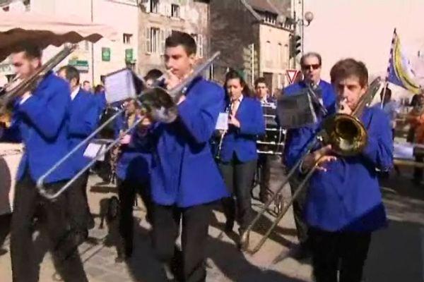 La fanfare a défilé sous un soleil radieux ce dimanche matin, 16 mars, à Nuits-Saint Georges