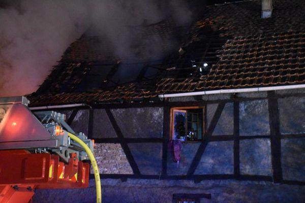 La maison à colombages a été entièrement détruite