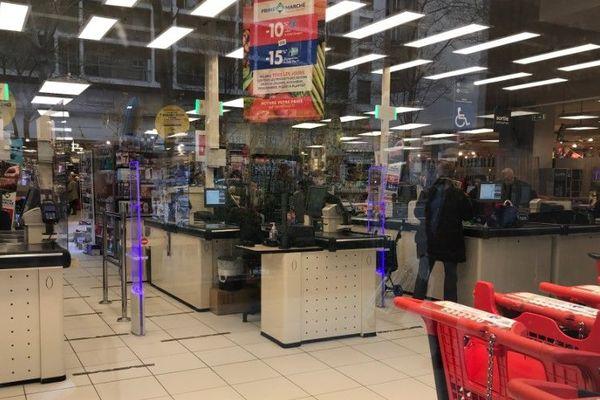 L'intérieur du supermarché.