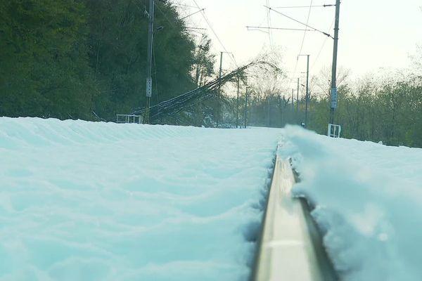 Arbres tombés sur les caténaires sur la ligne SNCF entre Grenoble et Lyon