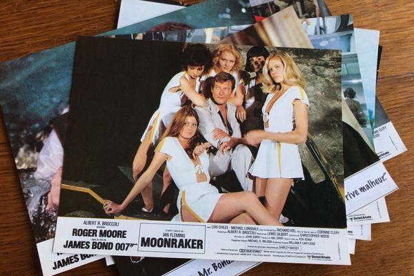 Une affiche promotionnelle du film Moonraker dans lequel Irka Bochenko interprétait une James Bond Girl.