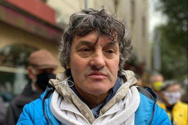 Joël est apiculteur bio depuis 1987.
