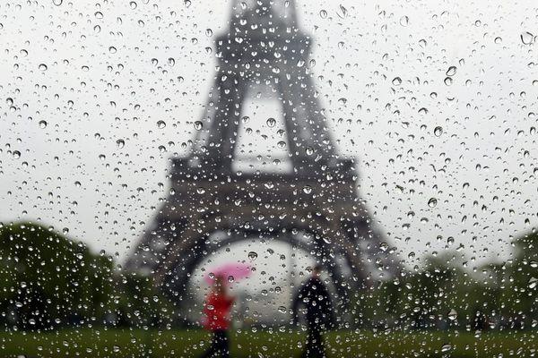 De fortes pluies tombent à Paris et en Île-de-France (illustration, photo prise en avril 2012).