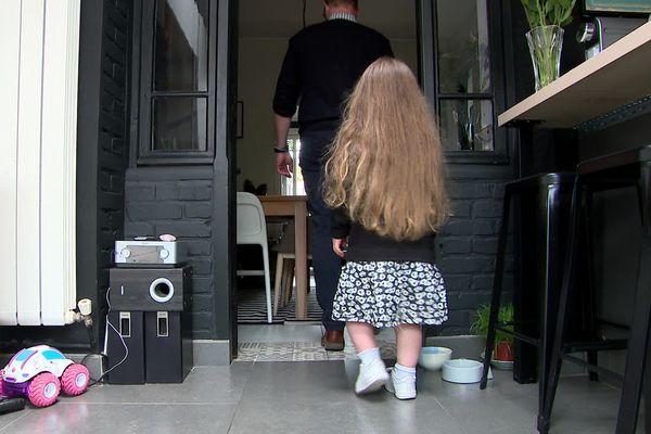 Amandine, 9 ans  participe à un essai clinique contre l'achondroplasie.