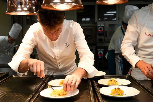 Jean Sulpice dans son restaurant étoilé de Talloires-Montmin (Haute-Savoie), L'Auberge du Père Bise.