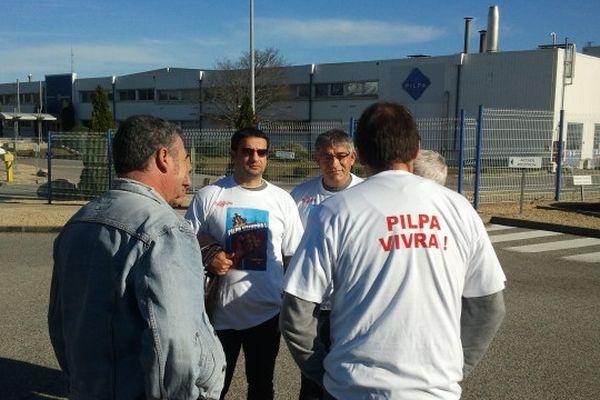 Carcassonne - les employés devant l'usine Pilpa - 20 novembre 2012.