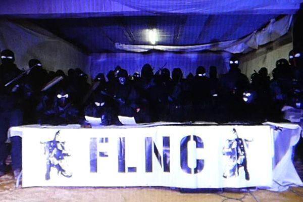 """Le FLNC a tenu une conférence de presse, dans un lieu clos, où il envisage la possibilité de """"reprendre les chemins de la nuit combattante""""."""