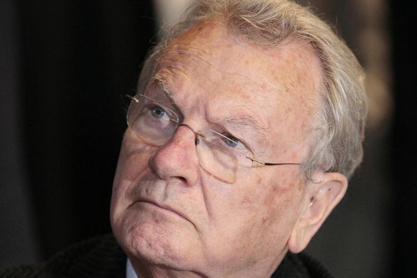 Yves Bonnet, fut plusieurs fois préfets et dirigea la DST dans les années 80