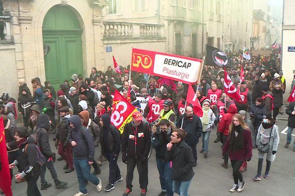 A Dijon, les organisateurs de la manifestation du 5 décembre revendiquent pas moins de 10 000 personnes dans les rues.