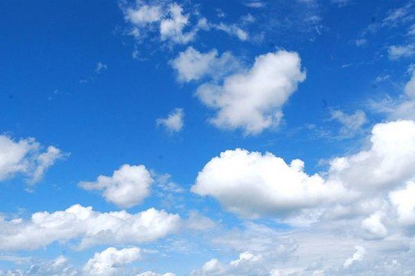 Le ciel bleu cèdera progressivement du terrain face à l'offensive nuageuse prévue pour ce lundi après-midi en Normandie.