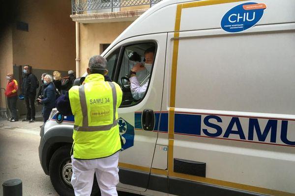 A Perpignan, une cinquantaine de personnes sont mobilisées dont le SAMU du CHU de Montpellier qui va prendre en charge Alain juste après son évacuation.