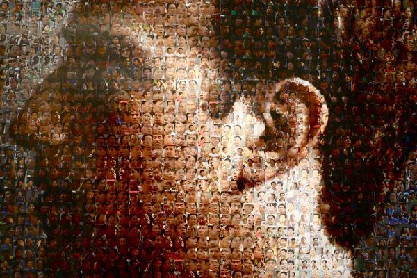Portrait de Mark Zuckerberg le créateur de la social network réalisé par un artiste de Shangai Zhu Jia à partir des images de profil d'utilisateurs.