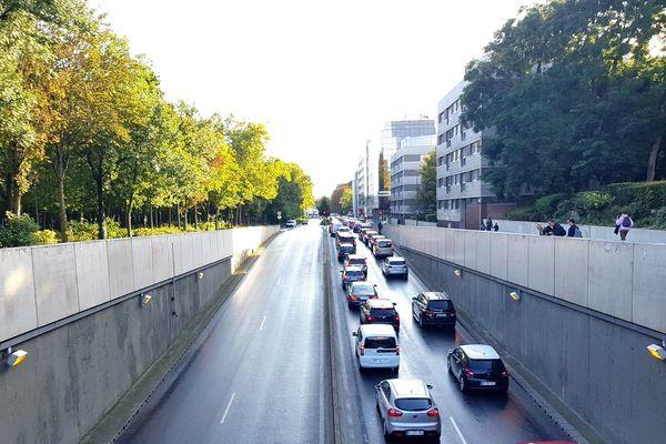 Pour Jean-Michel Jacquet, diminuer la surface des axes routiers, comme le boulevard Joffre à Reims, permettrait de gagner en fraîcheur pendant les périodes de canicules
