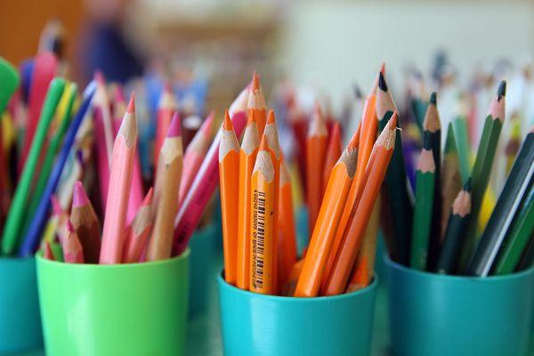 La rentrée scolaire a un coût pour les familles, en fonction de leurs habitudes de consommation et de l'âge de leur enfant.