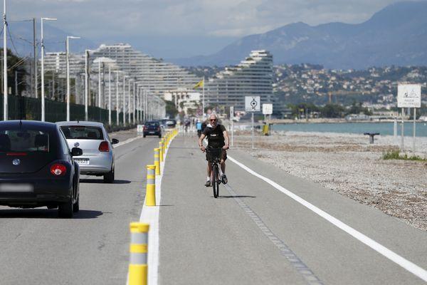 L'élargissement de la piste cyclable fait l'objet d'une deuxième phase de travaux.