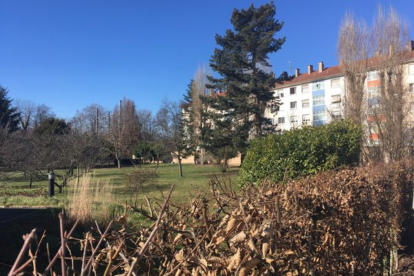 Le parc appartenait aux sœurs de la Croix qui en l'ont vendu en partie