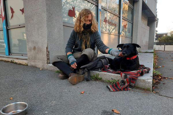 Damien est sans-abri depuis deux ans. Il vit en Bretagne.