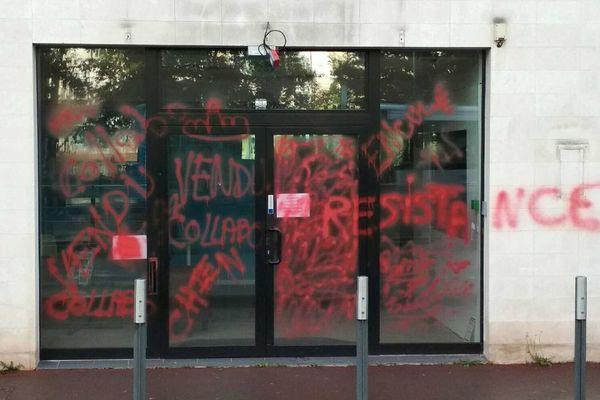 La permanence du député En Marche de Douai, Dimitri Houbron, a été taguée dans la nuit de lundi à mardi.
