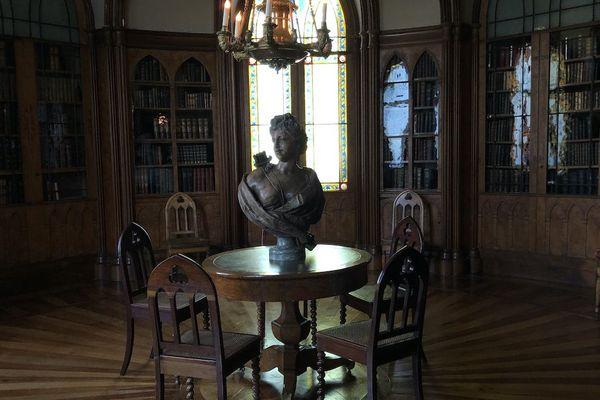 A l'époque, la bibliothèque n'était que l'endroit où l'on choisissait son livre. La lecture se faisait dans un autre salon.