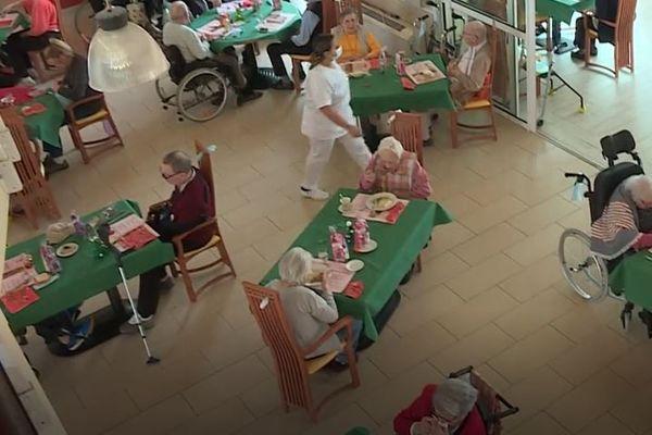 Repas de fête mais pas de banquet entre résident cette année.