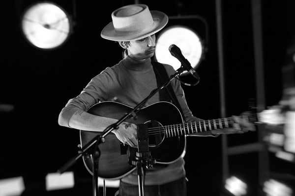 """Pour #Studio3, l'artiste J.Aubertin est venu interpréter deux de ses titres """"Holy Forest"""" et """"My Soul's Home"""""""