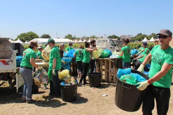 Ils sont à collecter jour et nuit les 170 tonnes de déchets