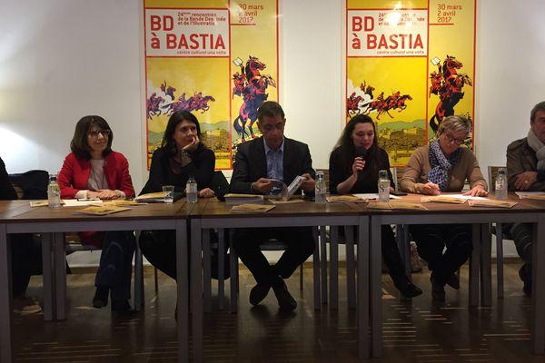"""Juana Macari, directrice d'Una Volta, présentait le programme de l'édition 2017 du festival """"BD à Bastia"""", accompagnée d'élus locaux."""
