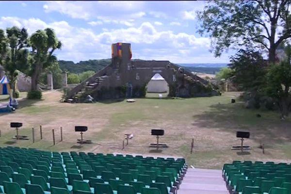 Les préparatifs du spectacle vivant Coucy la Merveille à Coucy-le-Château-Auffrique  dans l'Aisne