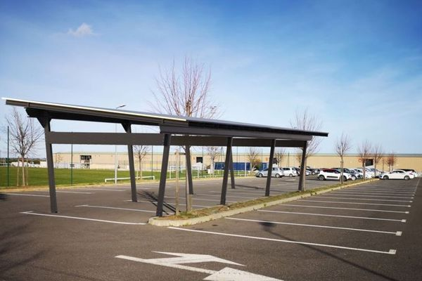 Le parking du complexe de Borgo, où devraient bientôt apparaître les ombrières photovoltaïques
