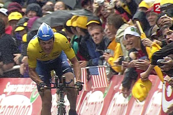 En 2003 à l'arrivée à Nantes, Lance Armstrong au sommet de sa gloire usurpée