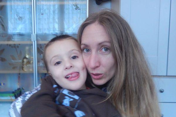 Virginie et son fils Kaïs