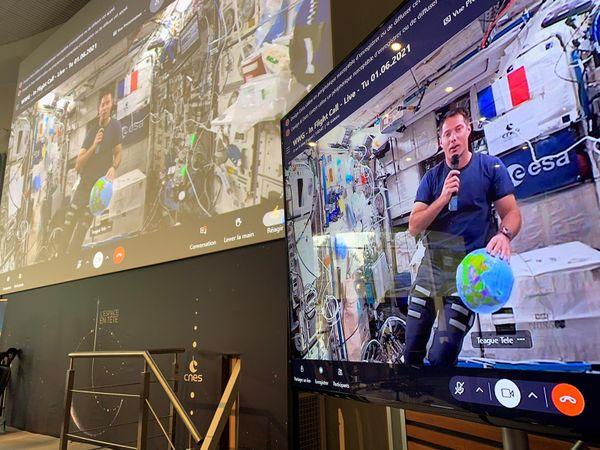 Thomas Pesquet en direct de l'ISS, la station spatiale internationale.