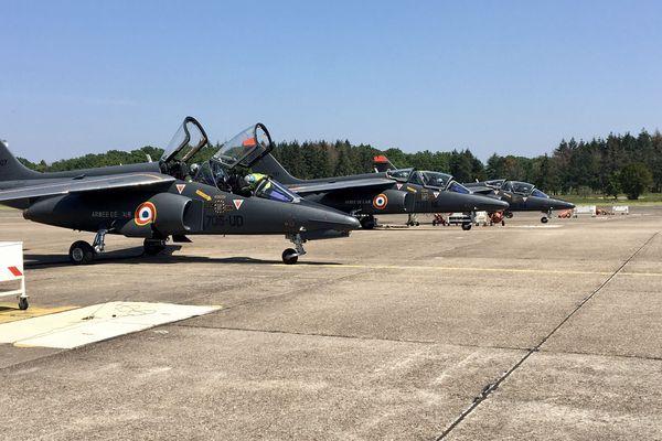 Les alphajet sur le tarmac de la base aérienne 705
