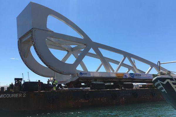 Le nouveau pont Sadi Carnot de Sète en cours d'acheminement