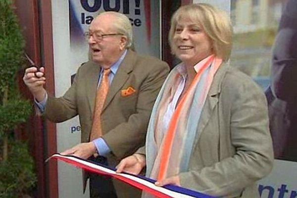 Montpellier - France Jamet et Jean-Marie Le Pen inaugurent la permanence FN - 18 octobre 2013.