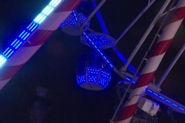 La grande roue ?  impossible de la manquer en visitant le marché de Noël de Besançon