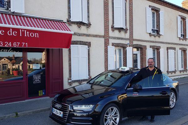 A Saint Ouen sur Iton, le taxi assure désormais les livraisons