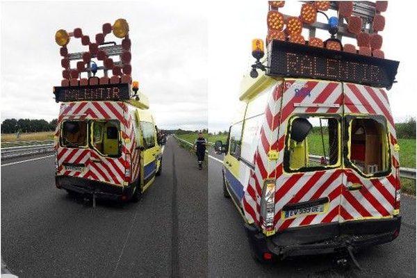 Le fourgon de patrouille en protection d'une caravane en panne heurté par un véhicule sur l'autoroute A11