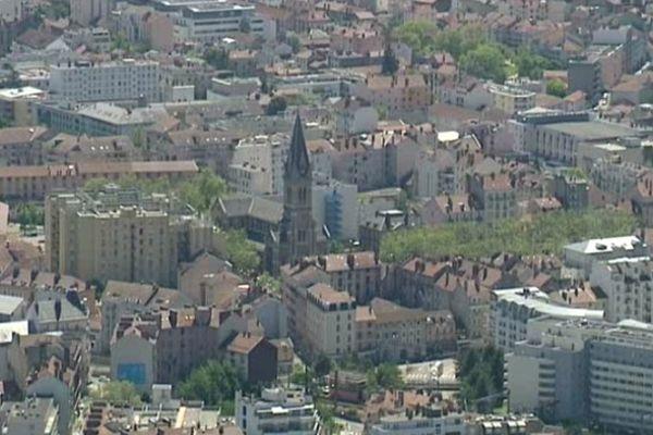 La ville de Grenoble possède 200 logements privés