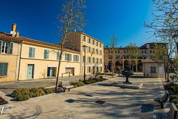 La place Blanqui à Saint-Tropez vide ce vendredi 10 avril